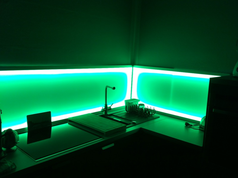 Projekt beleuchteter Fliesenspiegel in der Küche ...
